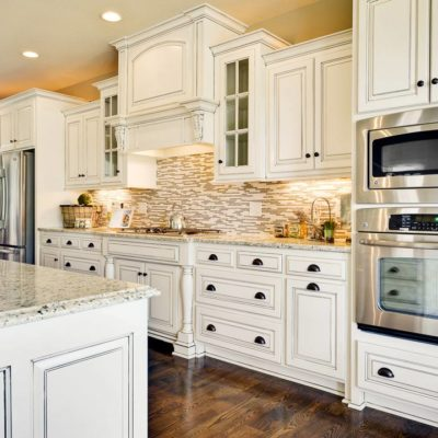 Kitchen-Worktops-Idea-Applying-White-Marble-Combined-with-Wood-plus-Furnished-with-Kitchen-Decor